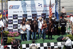 Lynyrd Skynyrd sings the Star Spangled Banner