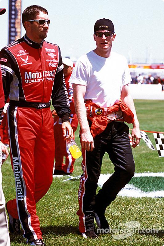 Elliott Sadler y Dale Earnhardt Jr.