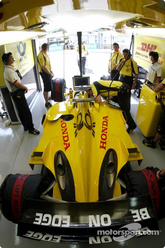 Team Jordan pit area