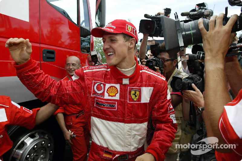 Переможець гонки і новоспечений чемпіон 2002 року Міхаель Шумахер, Ferrari