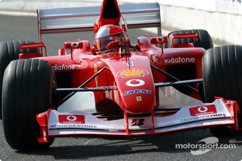 Michael Schumacher al entrar a pits en el calentamiento matutino