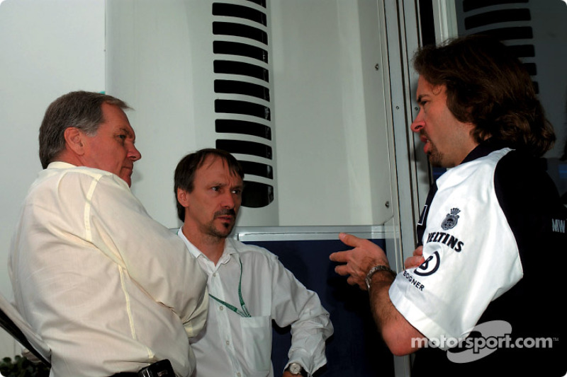 Patrick Head, director técnico de WilliamsF1 con Heinz Paschen y Gavin Fisher