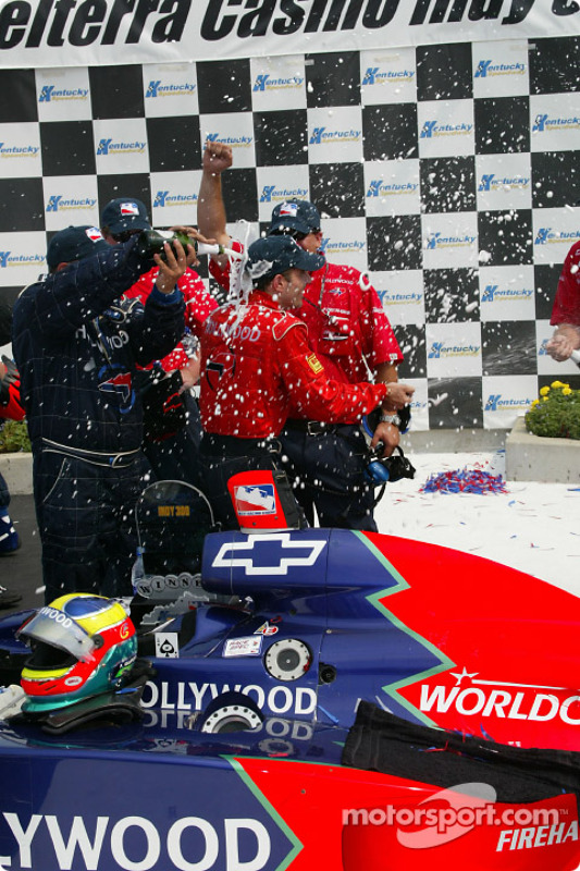 Le gagnant de la course Felipe Giaffone