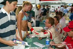 Autograph session: Johnny Herbert making good use of his sharpie