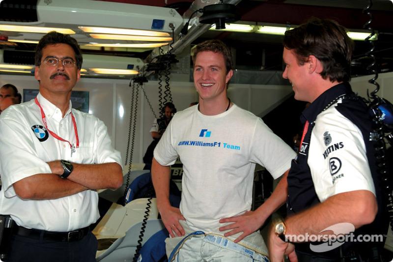 Dr. Mario Theissen, Ralf Schumacher y Sam Michael