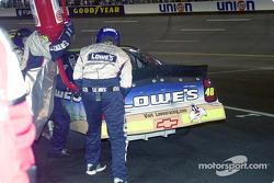Un poco de gasolina para Jimmie Johnson en la última vuelta