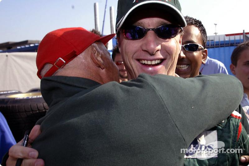 Niki Lauda congratulates Eddie Irvine