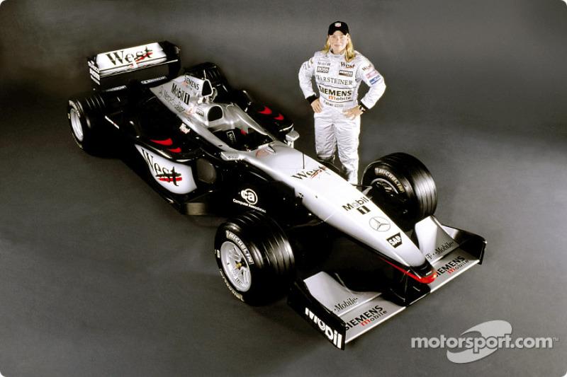 La piloto estadounidense, Sarah Fisher correrá una demostración en el auto McLaren Mercedes Formula 1 en el Circuito del Gran Premio del Indianapolis Motor Speedway el Friday