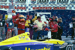 Race winner and IPS 2002 champion A.J. Foyt IV