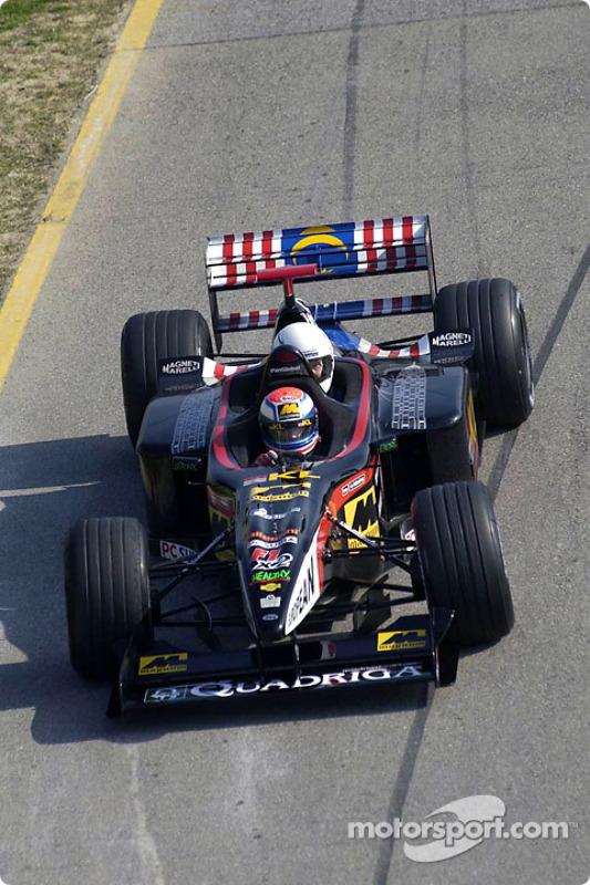 Matteo Bobbi en el Minardi de dos asientos
