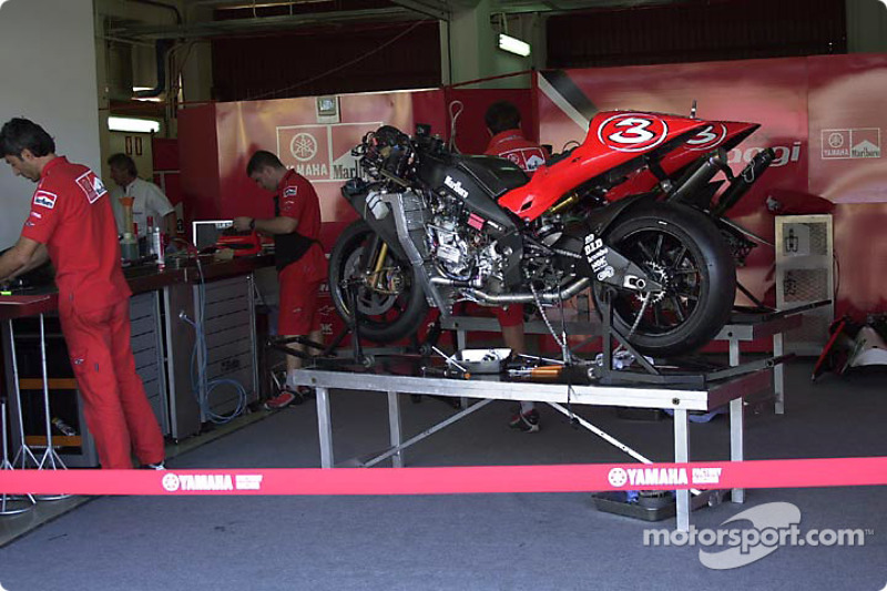 Moto de carreras de Max Biaggi