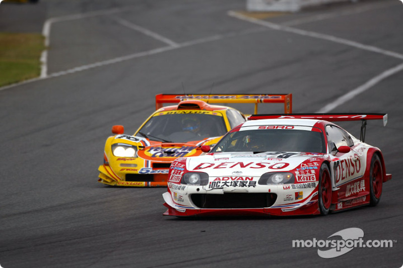 #76 Yellow Corn McLaren GT, #39 Denson Sard Supra