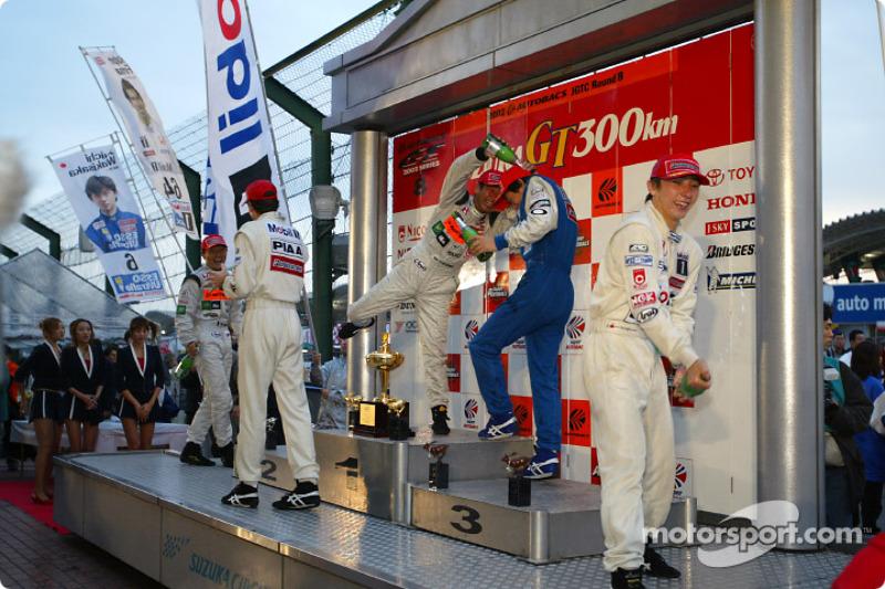Suzuka GT 300 km 2002 podium:1. Tsugio Matsuda-Ralph Firman 2. Keiichi Tsuchiya-Katsutomo Kaneishi, 3 Wakisaka Juichi-Akira Iida
