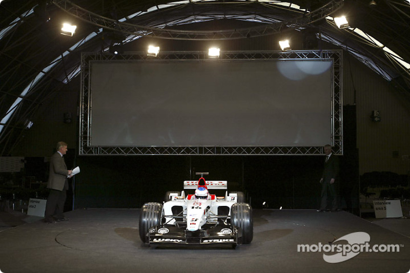 The new BAR Honda 005 arrives on stage with Jenson Button at the wheel