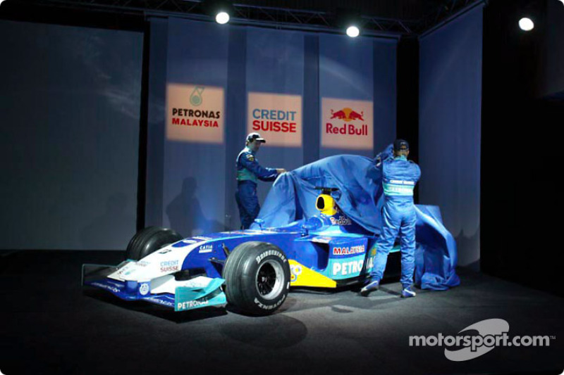 Nick Heidfeld and Heinz-Harald Frentzen unveil the new Sauber Petronas C22