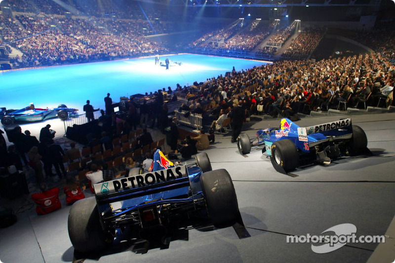 8: SAUBER LAUNCHES ON ICE