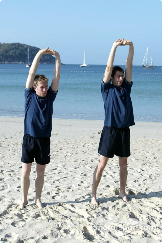 Sauber fitness training camp in Alor Setar: workout on the beach for Nick Heidfeld and Heinz-Harald Frentzen