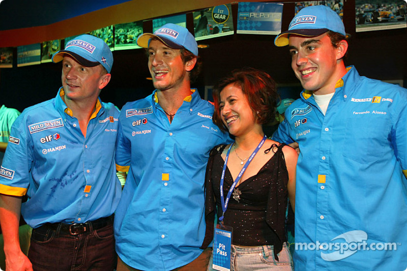 Renault F1 party in Sepang: Allan McNish, Jarno Trulli and Fernando Alonso with a fan
