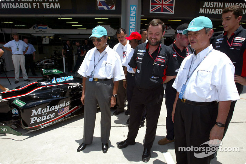 Paul Stoddart, Jos Verstappen, Justin Wilson and Malaysian Prime Minister Datuk Seri Dr Mahathir