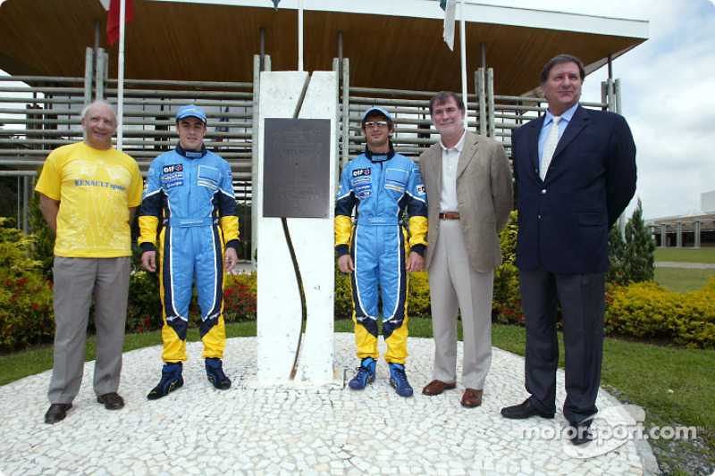 Visit of the Ayrton Senna Renault Factory in Curitiba: Fernando Alonso and Jarno Trulli with the Ayr