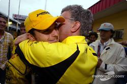 Giancarlo Fisichella et Eddie Jordan célèbrent la deuxième place