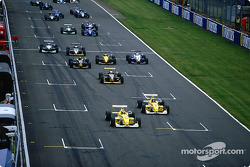 Heikki Kovalainen and Fabio Carbone lead the field at the start