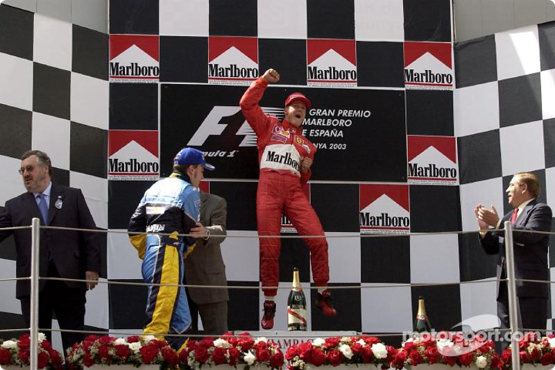 El podio: ganador de la carrera de Michael Schumacher con Fernando Alonso