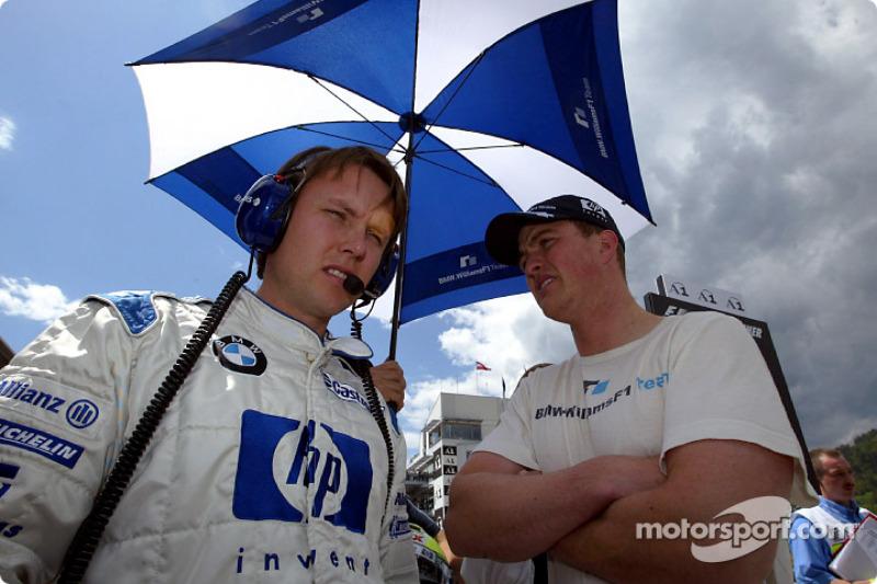 Sam Michael y Ralf Schumacher en la parrilla de salida