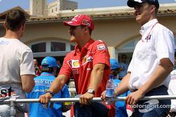Desfile de pilotos: David Coulthard, Michael Schumacher y Ralf Schumacher