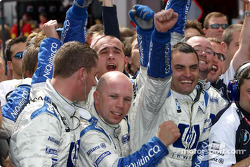 Williams-BMW team members celebrate