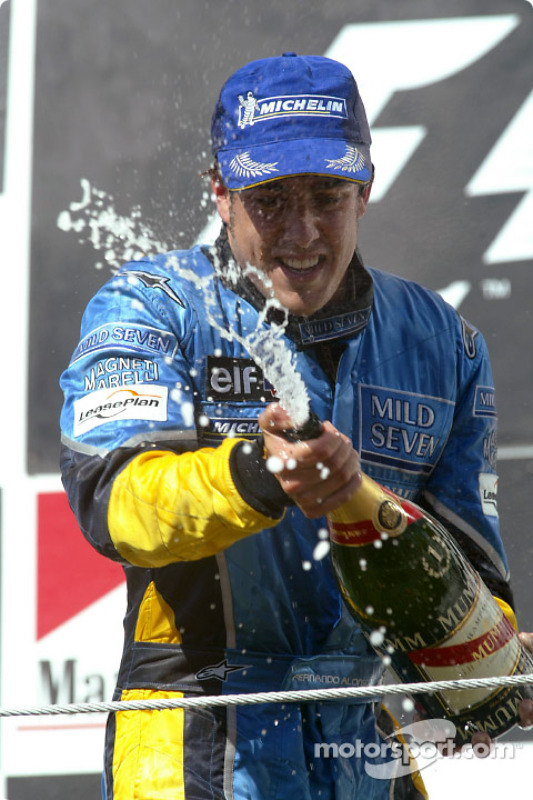 Podio: champán para Fernando Alonso