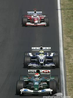Justin Wilson ahead of Ralf Schumacher