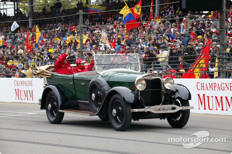 Desfile de pilotos:  Olivier Panis y Cristiano da Matta