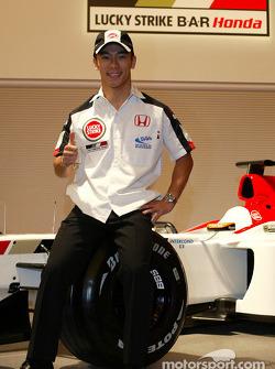Takuma Sato est annoncé comme pilote BAR-Honda titulaire pour le Championnat du Monde de Formule 1 2004 : Takuma Sato