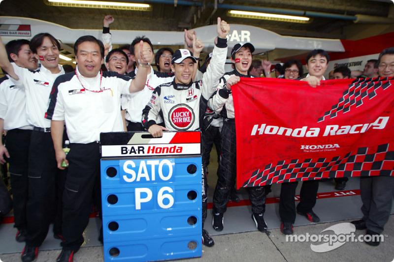 Takuma Sato celebra sexto lugar final