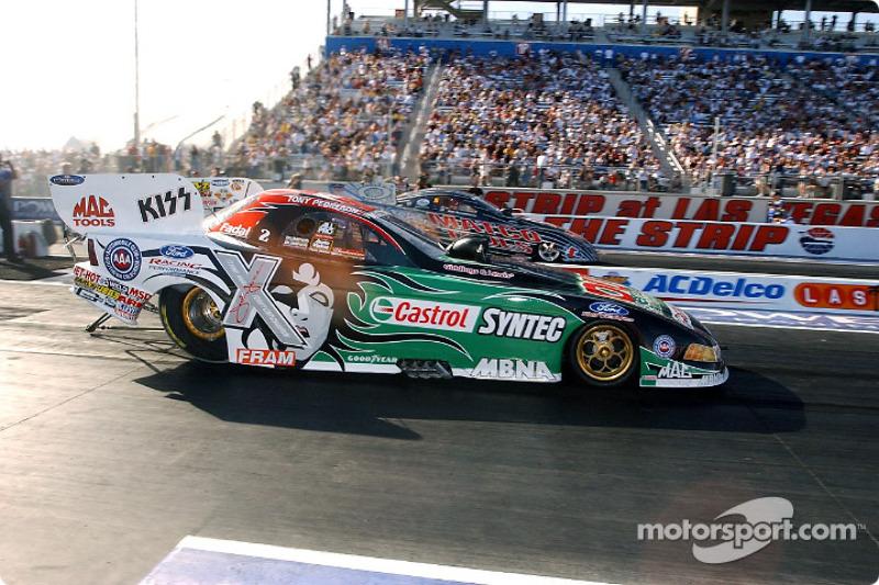 Tony Pedregon s'est imposé dans la catégorie Funny Car