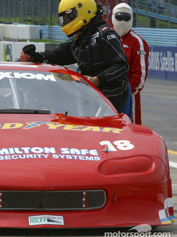 Arrêt aux stands pour la Camaro n°18 du ChevyLeavy.com Racing Team pilotée par Jon Leavy, Kenny Bupp Jr. et Doug Mills