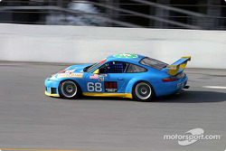La Porsche GT3 RS n°68 de l'équipe The Racers Groupe pilotée par RJ Valentine, Bohdan Kroczek et Abraham Zimroth
