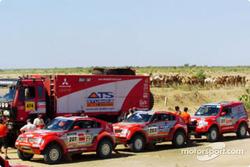Mitsubishi Motors Motor Sports squad before the start