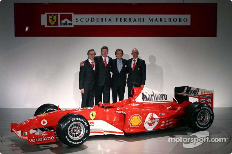 Паоло Мартінеллі, Росс Браун, Лука ді Монтедземоло, Рорі Бірн і Ferrari F2004