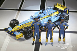 Franck Montagny, Fernando Alonso and Jarno Trulli with the new Renault R24