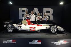Jenson Button, David Richards, Takuma Sato and Anthony Davidson with the new BAR 006