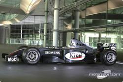 Team McLaren Mercedes Formula 1 otomobil front, Sch��co manufactured facade, McLaren Technology Centre