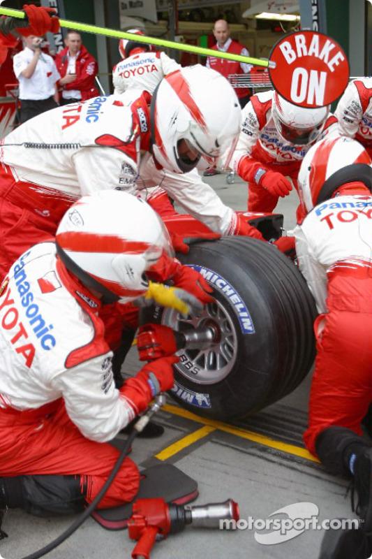 Práctica de parada de pits en Toyota