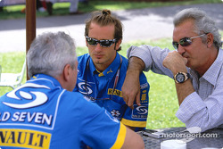 Jarno Trulli talks with Pat Symonds and Flavio Briatore