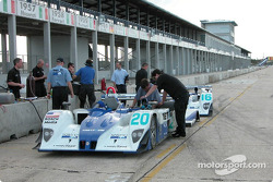 The two Lola-MG Prototypes of Dyson Racing are serviced in the Sebring pit area