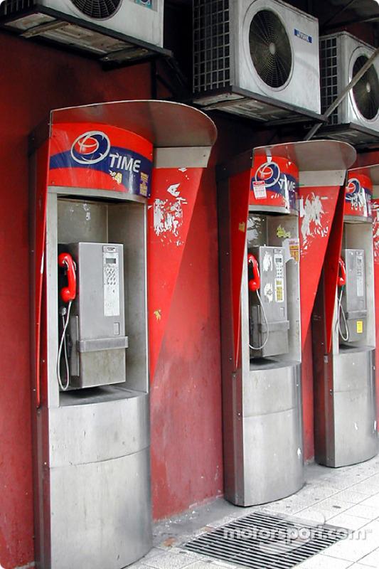 Des cabines de téléphone