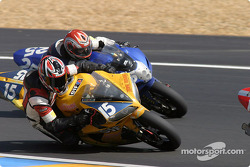 La Yamaha R1 n°15 du Team Zone Rouge (Michel Nickmans, Tom Vanlandschoot)