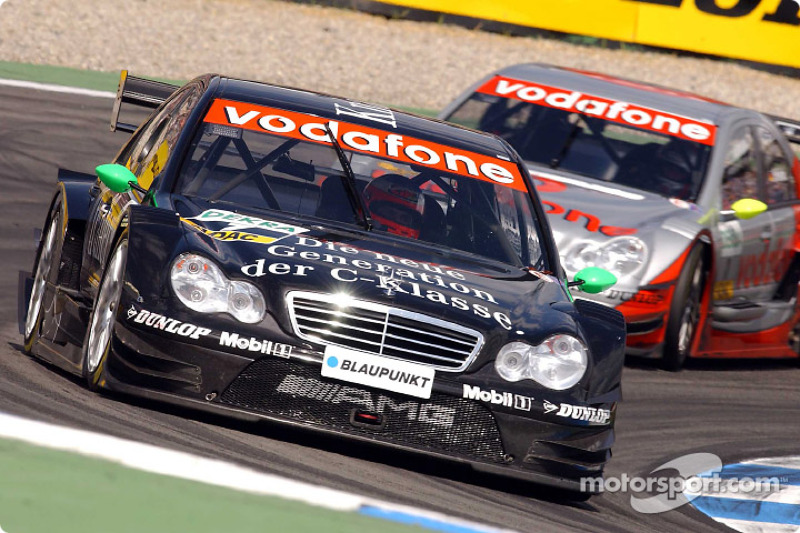 Новичок DTM Гэри Паффет за рулем Mercedes выиграл четыре гонки и стал вторым по итогам сезона-2004. Паффет и Mercedes уступили в зачетах Маттиасу Экстрему и Audi