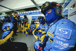Renault F1 team members wait for pitstop